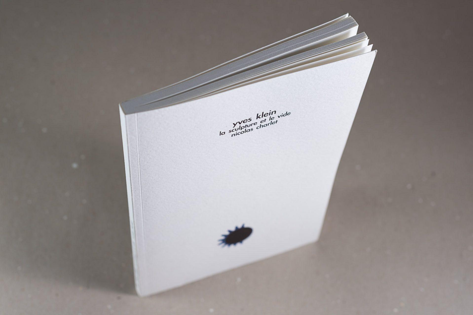 web-hd-nuit-myrtide-livre-yves-klein-la-sculpture-et-le-vide-nicolas-charlet-02